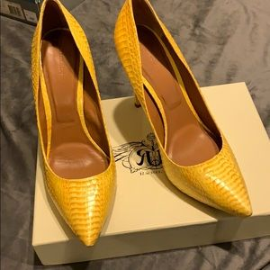 Beautiful yellow Rachel Roy Leather and Pumps